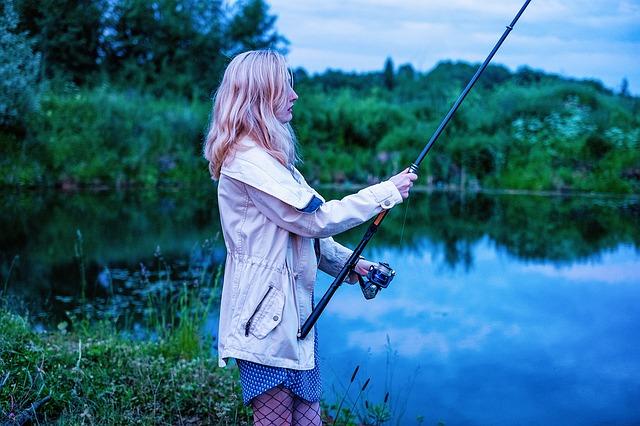 děvče a rybaření