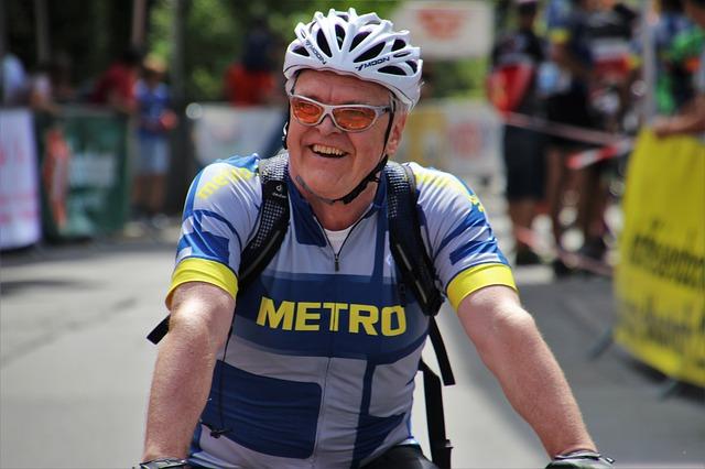 muž na kole